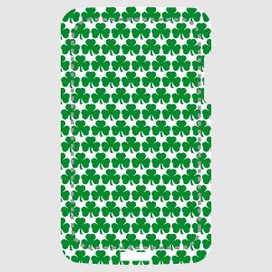 Coque téléphone Motif tapisserie composé de trèfles irlandais customisé.