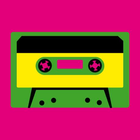 Motif musique stylisé, cassette audio à bande vintage.