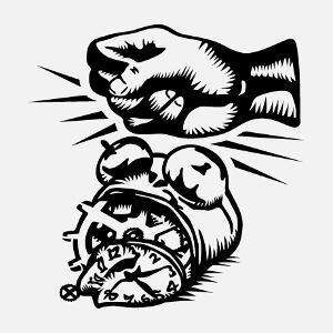 Réveil difficile? Faites-en un t-shirt avec ce design humoristique de réveil explosé par un coup de poing.