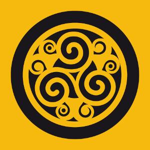 Triskel celtique à trois branches et motifs bouclés.