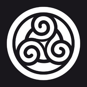 Triskel décoratif inversé en découpe sur rond.