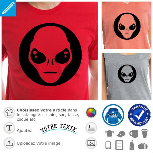 Personnalisez un t-shirt Alien avec cet extraterrestre stylisé en découpe sur cercle plein.