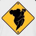 Koala sur sa branche, picto uni collé sur un panneau routier jaune en losange.