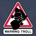 Panneau routier détourné en panneau de signalisation internet, avec un pictogramme de troll qui sort de l'image.