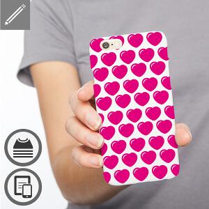 Coque téléphone personnalisée avec une mosaïque de coeurs.