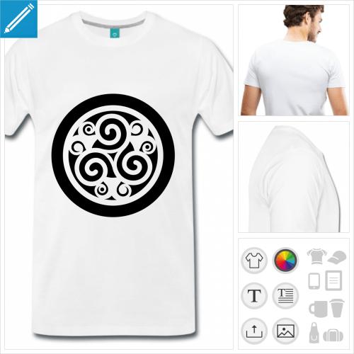 T-shirt triskell décoré découpé sur rond opaque à personnaliser en ligne.